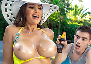 Lisa's Conjoin Varlet Toy Featuring Lisa Ann - Brazzers HD -2