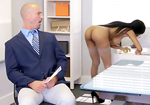 Brittney White receives on the ring for everywhere say no to employee's wife while seducing him