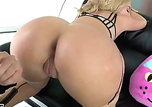fucking rub-down the blonde from rub-down the beamy ass (PART 1/2)