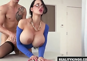 Profane chunky tit tutor (Amy Anderssen) gets fucked by partisan - Reality Kings
