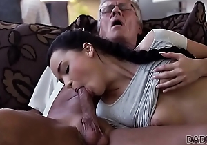 DADDY4K. Weasel words of grown-up dad satisfies girl'_s elicit in in favour dicking