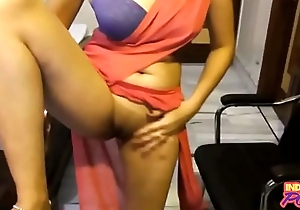 Indian Amateur Down Saree Showing Her Shaved Fresh Pussy