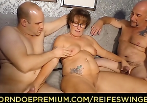 REIFE SWINGER - Curvy granny regarding glasses threeway sex